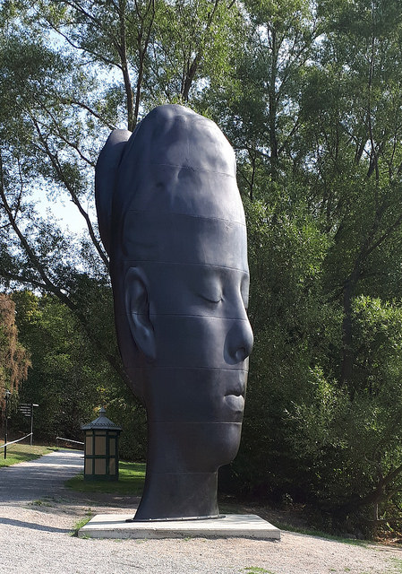 Jaume Plensa - Laurelle. Cast iron, 2017.